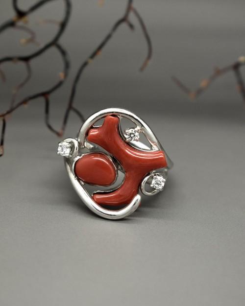 Anello di corallo rosso ed argento