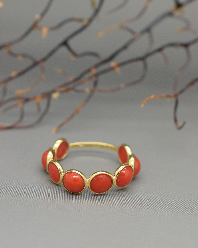 Anello di corallo rosso ed oro