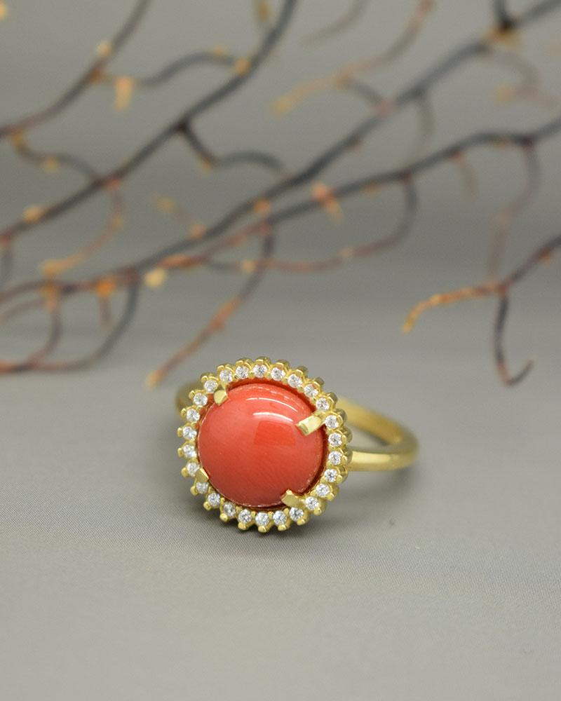 Anello di Corallo Rosso e Zirconi