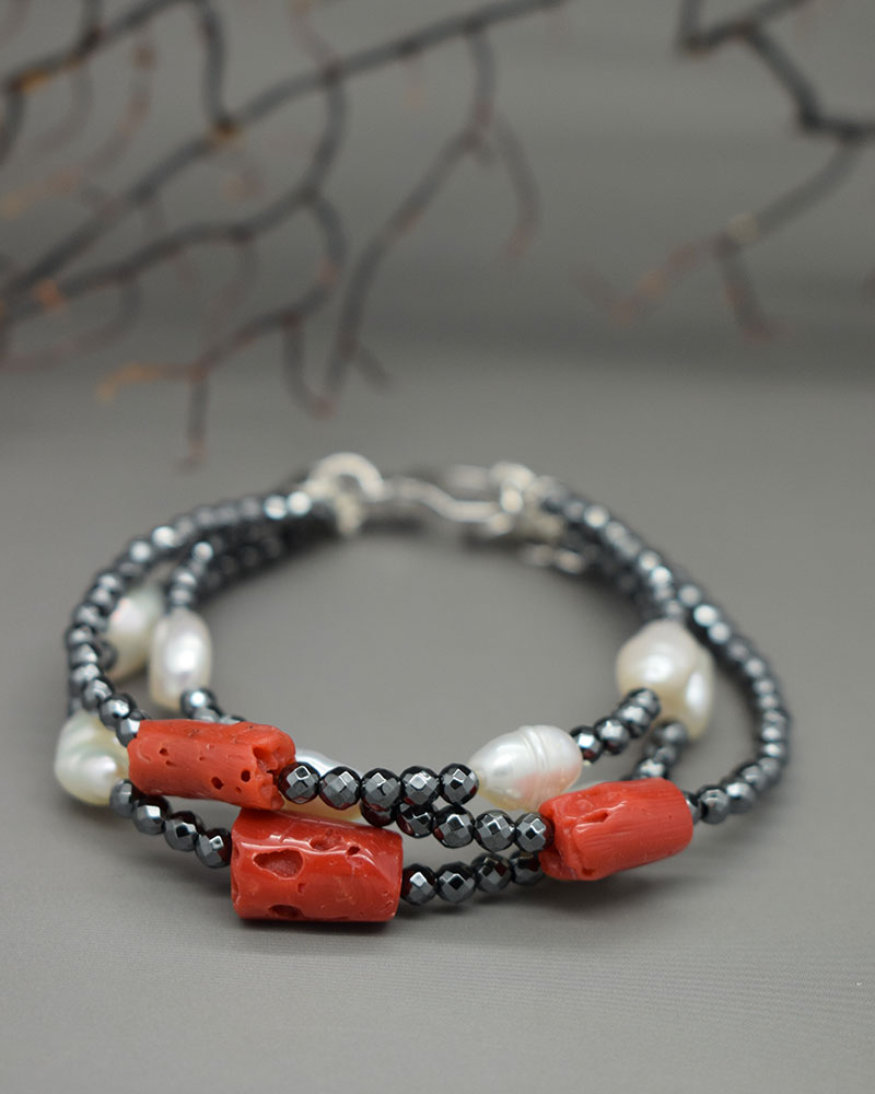 Bracciale con corallo rosso, perle ed ematite