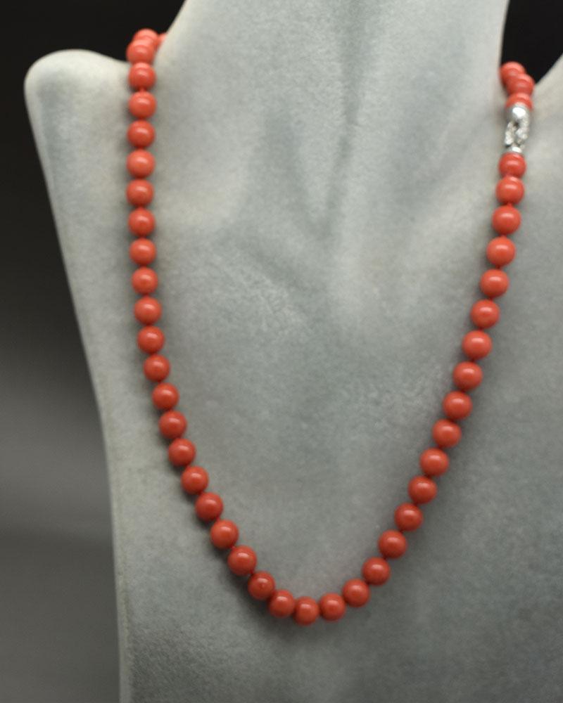 Collana di corallo rosso sferica