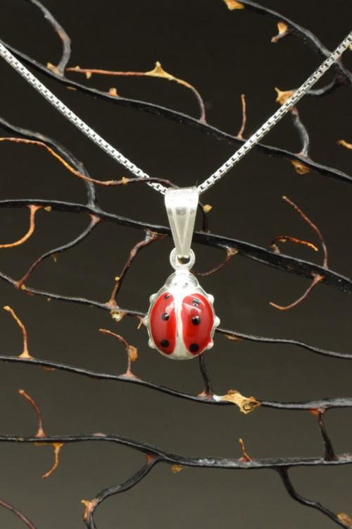 ciondolino coccinella portafortuna con collana in argento