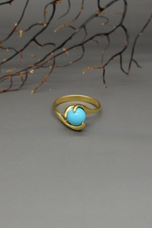 Anello con sfera di turchese naturale in oro 18 k