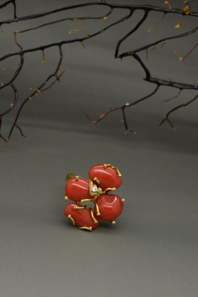 Anello di corallo rosso in argento dorato 925