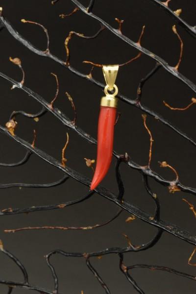 Cornetto di corallo rosso in oro 18k