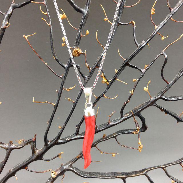 Cornetto di corallo rosso 3a misura con collana in argento 925 cm 45