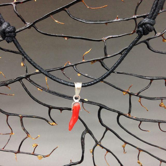 Cornetto di corallo rosso 1a misura con cordino nero