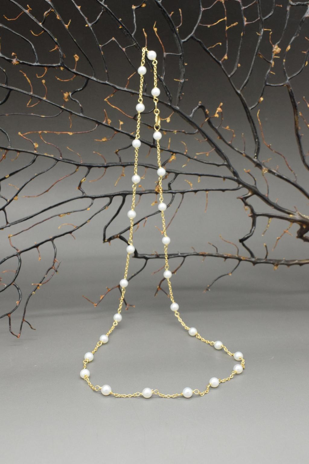 Collana in oro 18k e piccole perle bianche