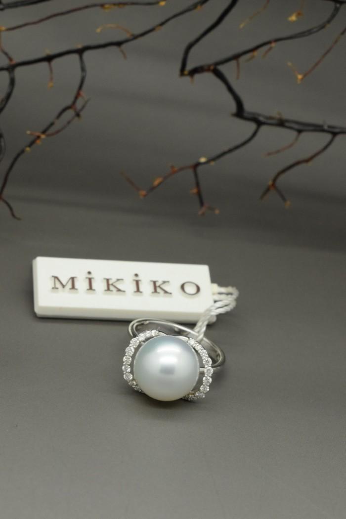 Anello perla australiana, oro, brillanti ct 0.24