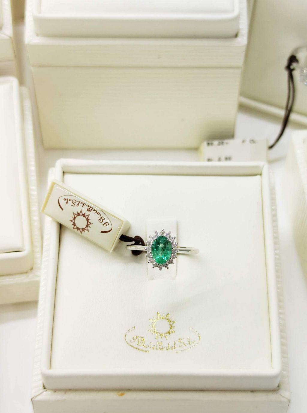 anello smeraldo diamanti oro