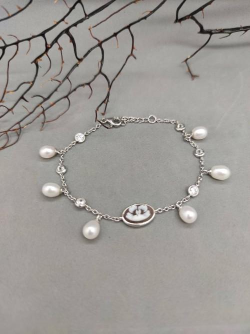 Bracciale di cammei, perle e zirconi bianchi