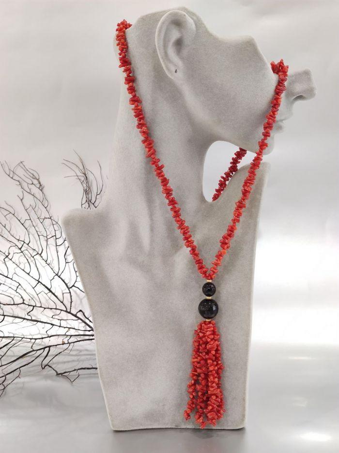 Collana lunga di Corallo rosso con ciuffetto
